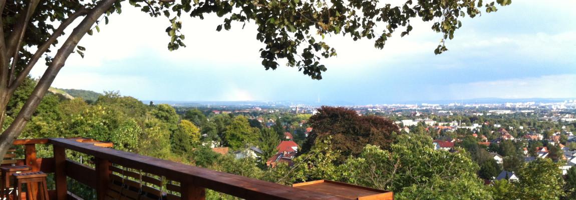 Freier Blick von der Terrasse der Besenschänke ins Dresdener Elbtal